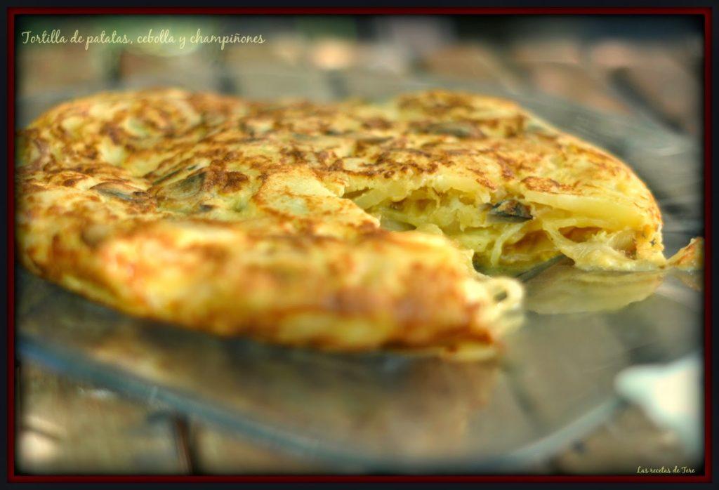 Tortilla de patatas, cebolla y champiñones 04