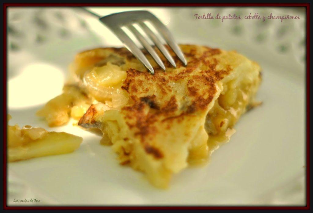 Tortilla de patatas, cebolla y champiñones 05