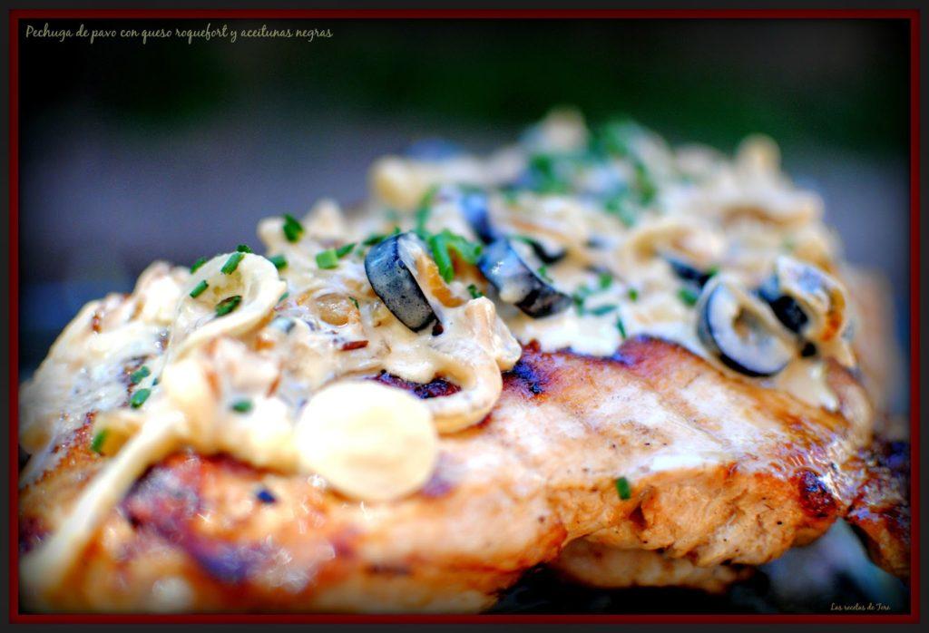 pechuga de pavo con queso roquefort y aceitunas negras tererecetas 01
