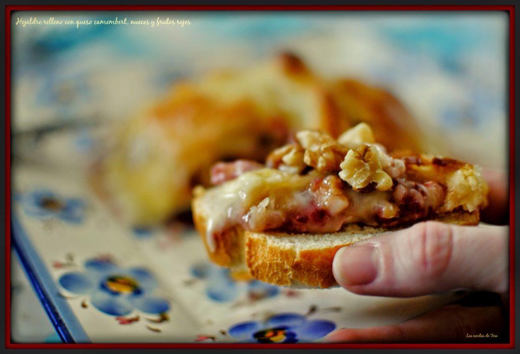 Hojaldre relleno con queso camembert  nueces y frutos rojos  tererecetas 01