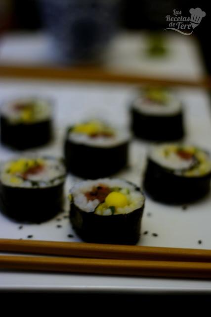 Maki sushi con atún, mango y apio tererecetas 02