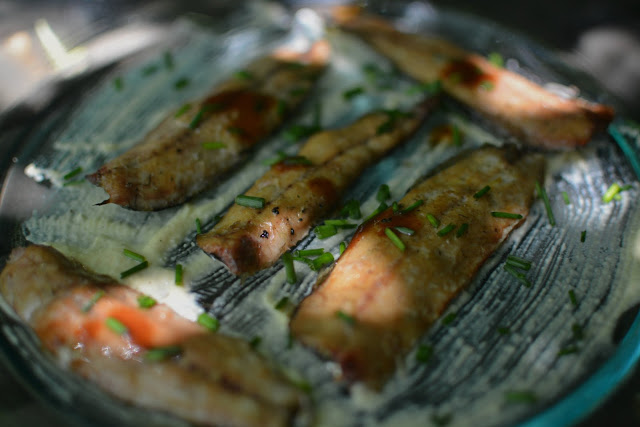 receta lomos de sardinas ahumada en cama de hummus y toque de salsa Tabasco Chipotle 03