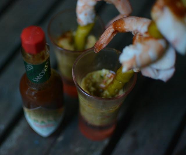 Receta de tapa de langostinos, rejos, guindilla, guacamole y Tabasco Chipotle tererecetas 03