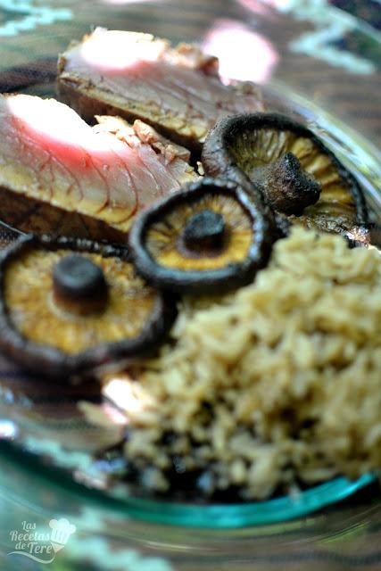 receta fácil tataki de atún rojo con arroz y setas a la plancha 05