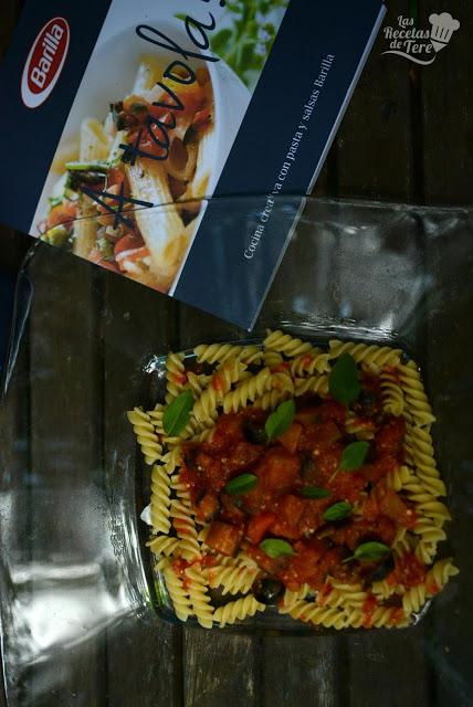 Fusilli-con-salsa-de-tomate-berenjena-y-aceitunas-negras-02