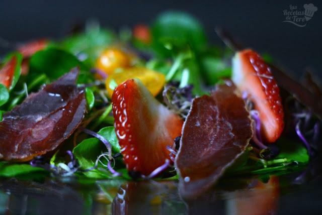 Ensalada-de-berros-con-brotes-tomates-cherry-y-cecina-de-ciervo-03