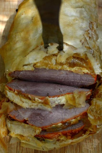 Lomo de cerdo adobado envuelto en masa filo 03