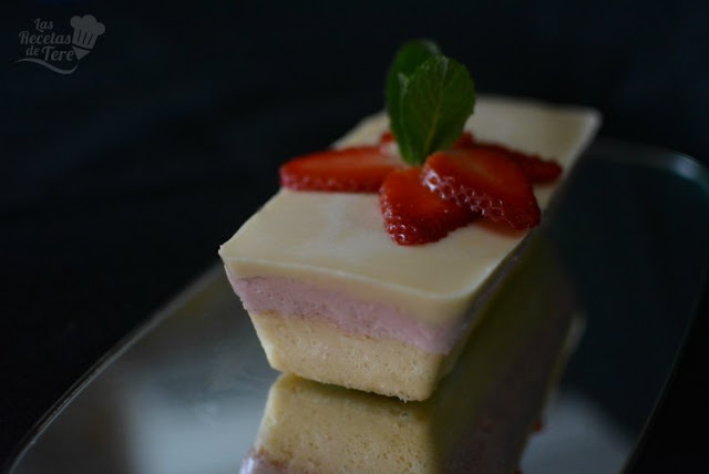 Receta casera de tarta mousse de fresas y panna cota de vainilla 02