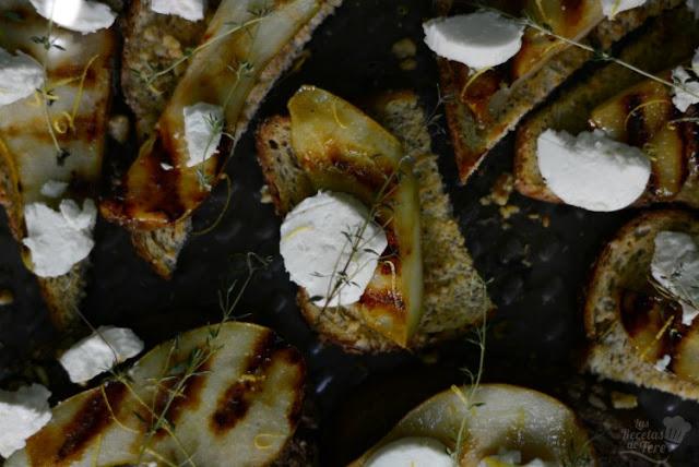 Deliciosas tostadas con peras a la parrilla y queso de cabra 01