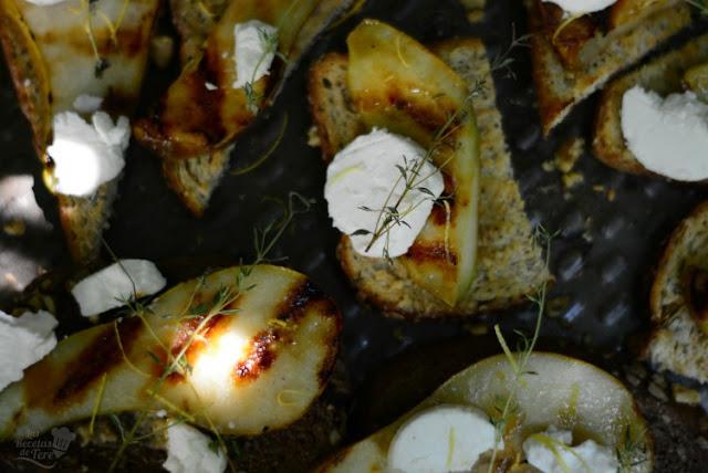 Deliciosas tostadas con peras a la parrilla y queso de cabra 04