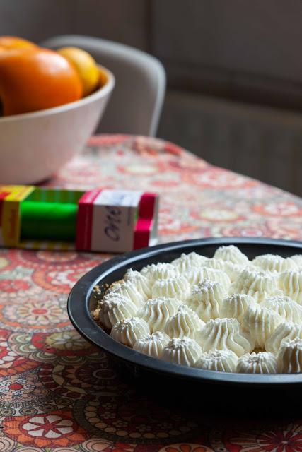Pastel relleno de crema de coco y pistacho 04