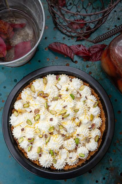 Pastel relleno de crema de coco y pistacho 05