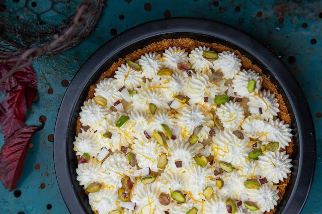 Pastel relleno de crema de coco y pistacho 01